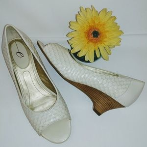 Easy Spirit Cream/Beige Peep Toe Pump 7.5 M